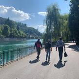 Spaziergang zum Schloss Schadau